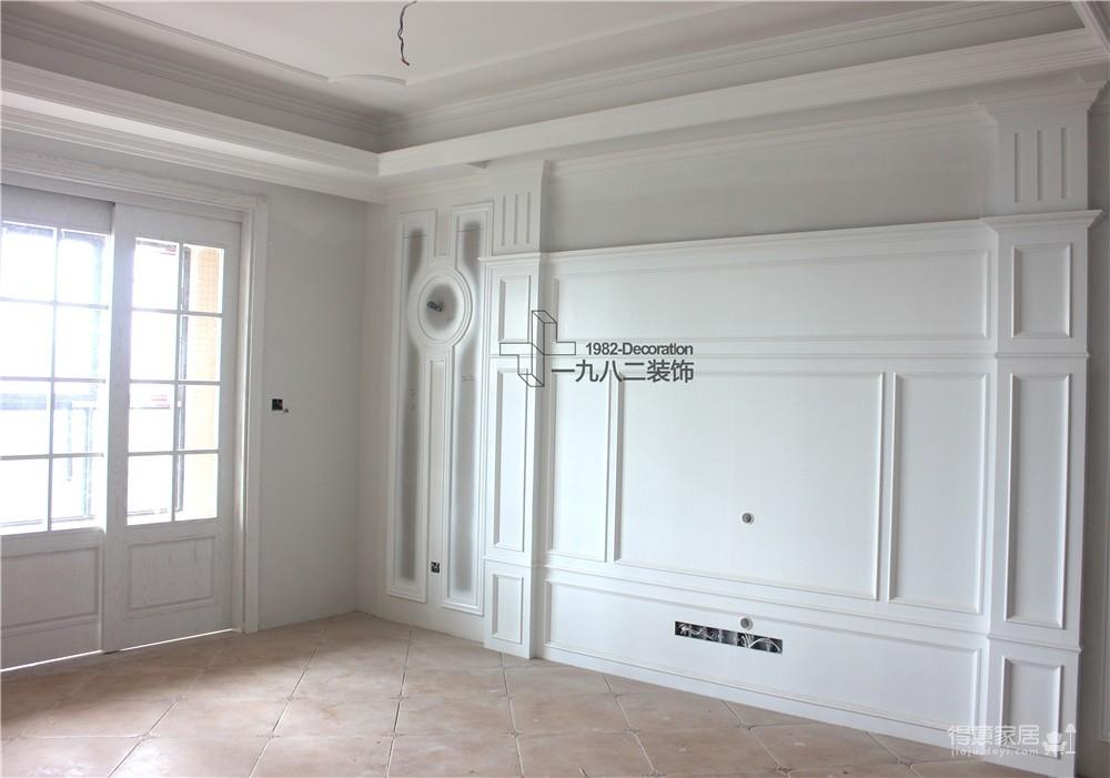 背景墙木制作及油漆实景图
