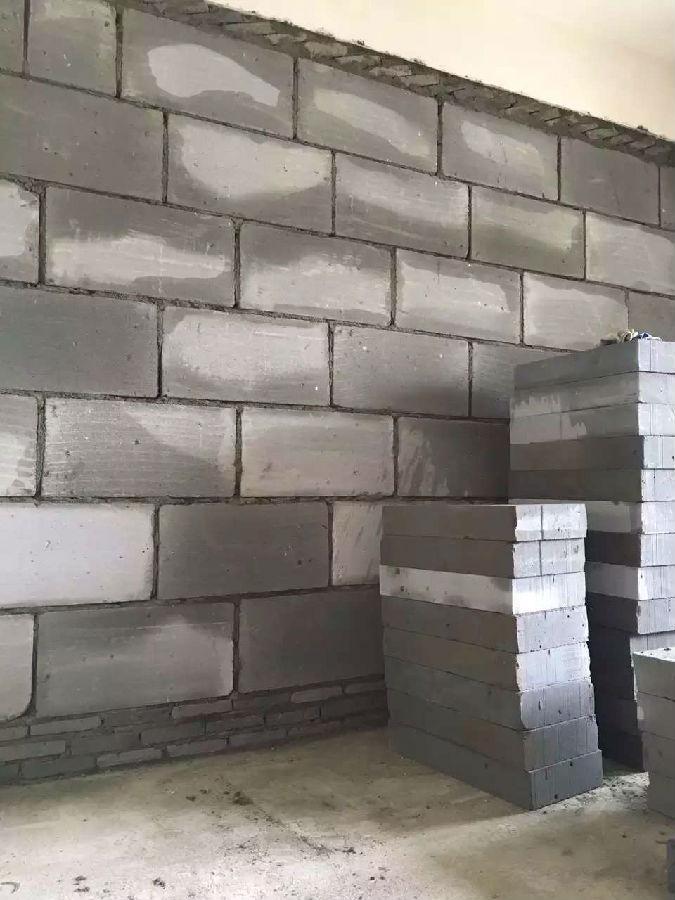工艺   1、吊顶施工中,石膏板与石膏板接缝处,二边倒斜面,预留伸