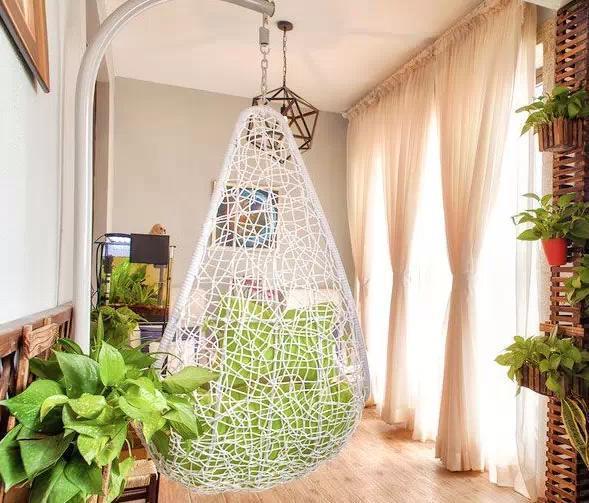 阳台是居住空间的户外延伸,它的用途也是多样,用来收纳、栽种植物,晾晒衣服或者休闲区。因此如今的阳台设计已演变为多功能阳台。阳台不仅能满足一些简单功能,但通过细心的布置,还能作为浪漫餐厅,空中花园或者是洗涤空间,即便是几平米的阳台也能做到。 下面,为大家介绍一下颜值爆表的阳台设计,帮助您找寻装修灵感!